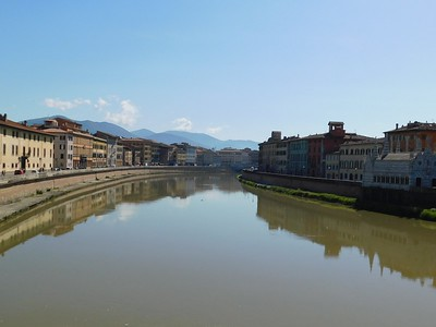 Mirror views in the Arno River
