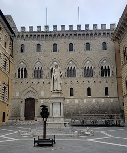 Palazzo Salimbeni - the home of modern banking resides in Siena