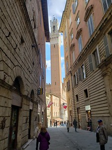 First view of the Torre del Mangia