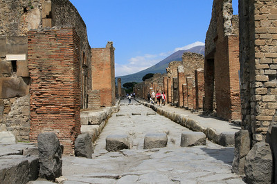 Pompeii - Further along Via Stabiana (I think) - note the ruts from ancient cart wheels between the stepping stones.