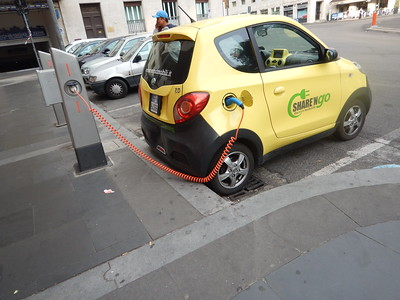 electric Share 'n Go car
