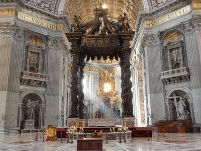 Papal altar with Bernini's bronze canopy