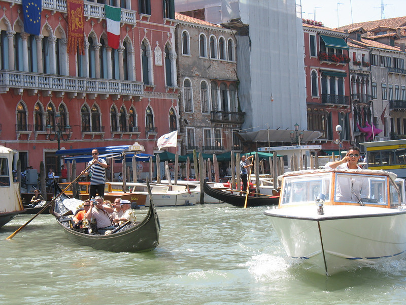 Very busy Grand Canal