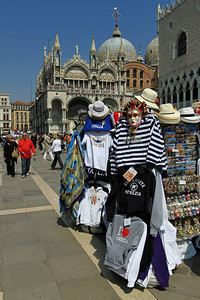 Tourist stalls outside Palazzo Duclae (Doge's Place) and Basilica di San Marco.