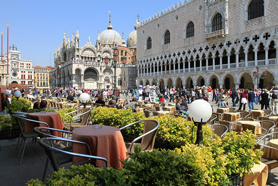Cafe outside Doge's Palace (Palazzo Ducale) and St Mark's Basilica (Basilica di San Marco).