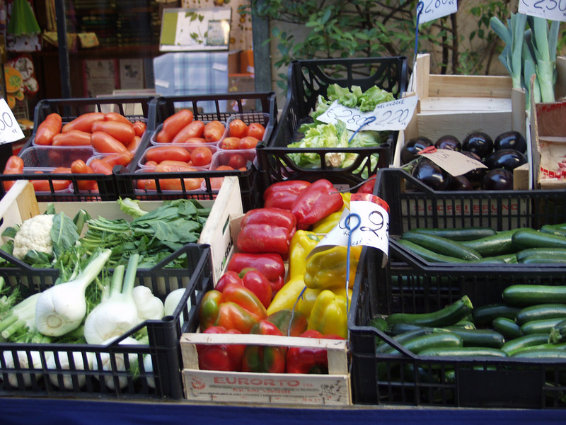 OLYMPUS DIGITAL CAMERA, E-20N Como vegetable market