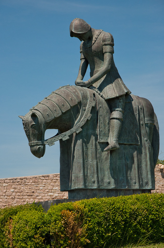 Statue of San Francesco, outside the Basilica di San Francesco