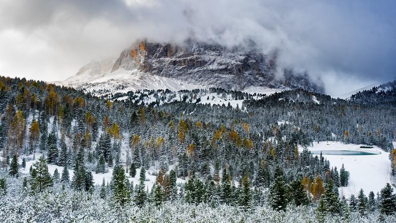 Sellajoch in October snow