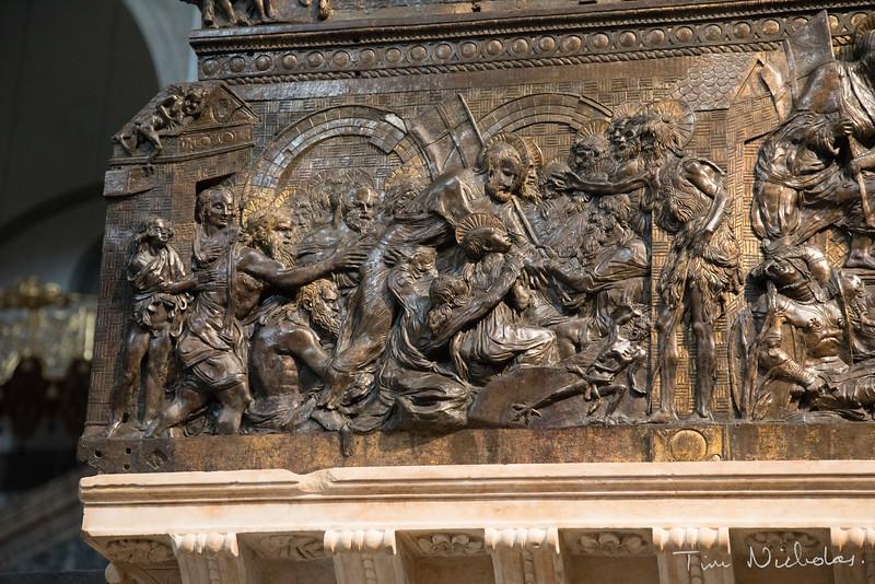 Basilica di San Lorenzo bronze pulpit detail