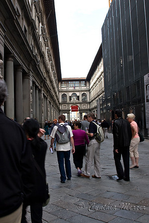 Entering the Uffizzi Gallery from Signoria Square