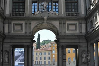 Arched passage of the Pallazo degli Uffizi