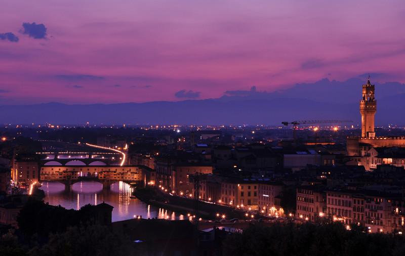 Ponte Vecchio (left, foreground), and Palazzo Vecchio (right). Dusk.
