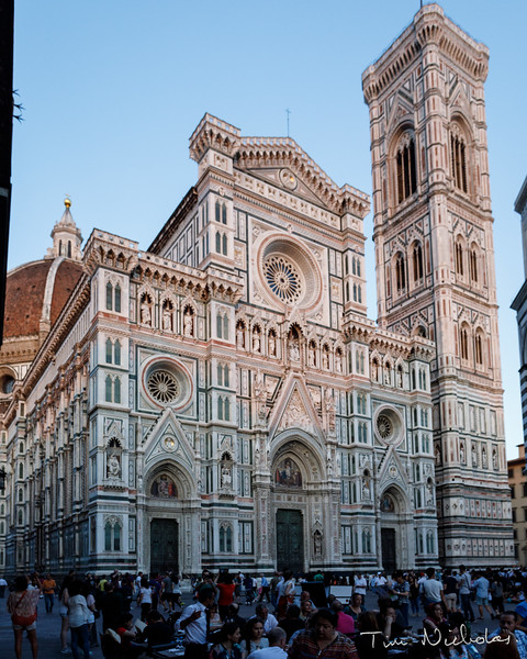 Florence Duomo glowing pink in the afternoon sunslight
