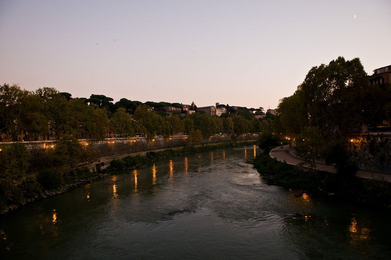 Title: Moon Over the Tiber<br /> Date: October 2011<br /> Rome