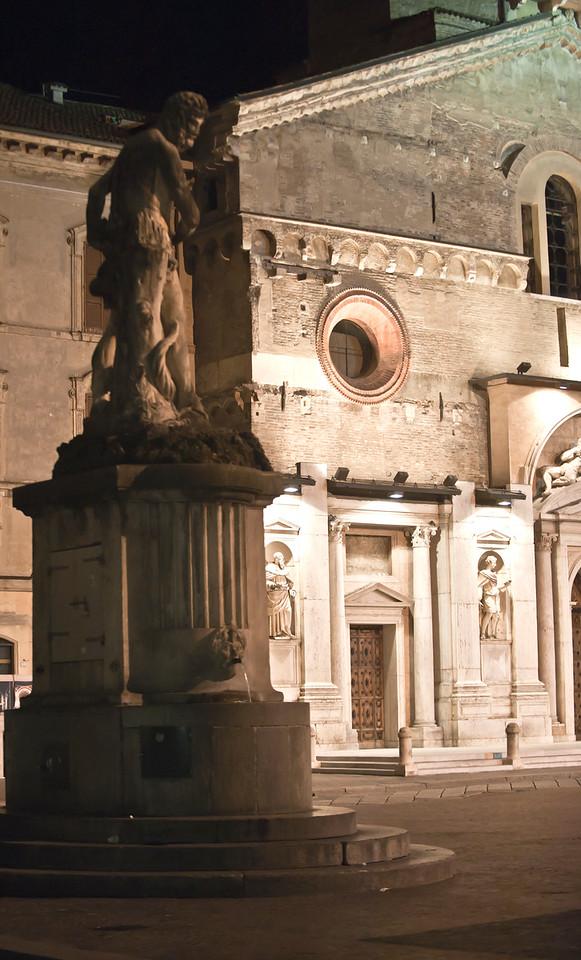 2010  Duomo: Piazza Prompolini, Reggio Emilia, Italy