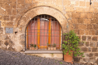 Window at old house in Orvieto (c)Runaway Juno