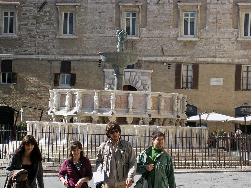Students by the Fontana Maggiore