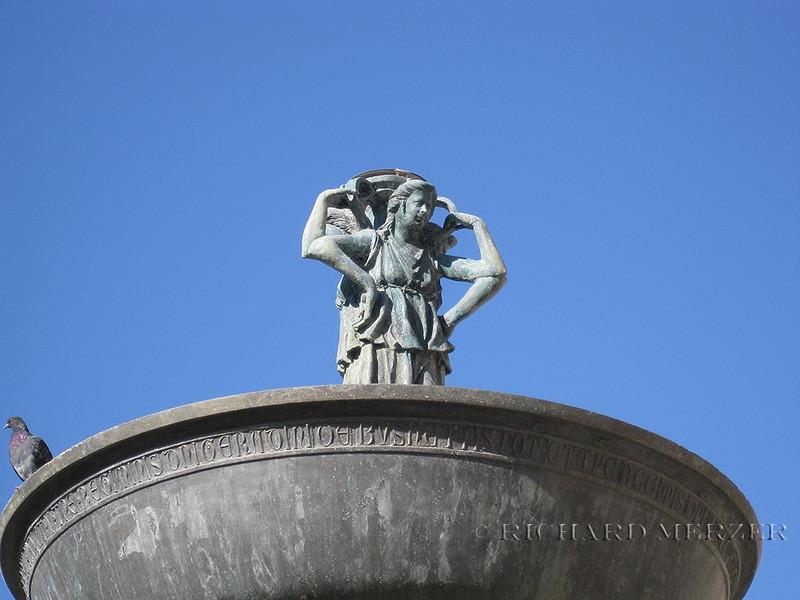 Detail; Fontana Maggiore in Piazza IV Novembre