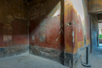 One of the most astonishing aspects of Pompeii was to see how many wall frescoes were still very visible and vivid.