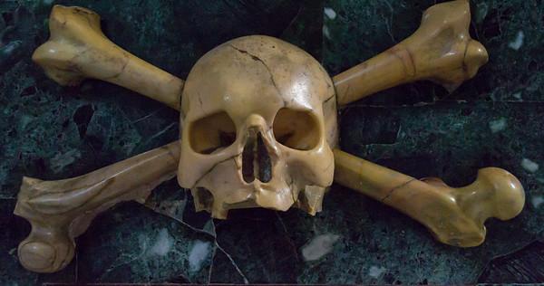 Skull and crossbones (Marble), Apse, Church of Santa Maria del Popolo.