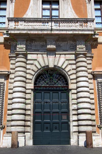 Door (Piazza di San Giovanni in Laterano)
