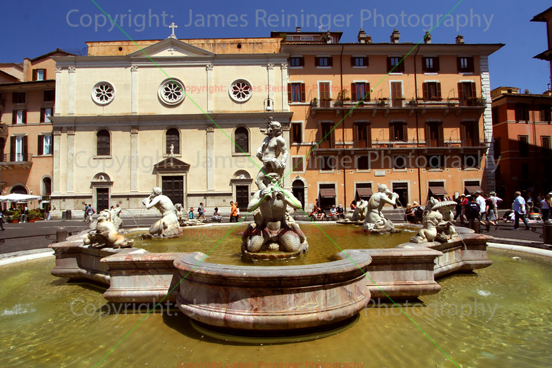 La Fontana del Moro (the Moor Fountain)