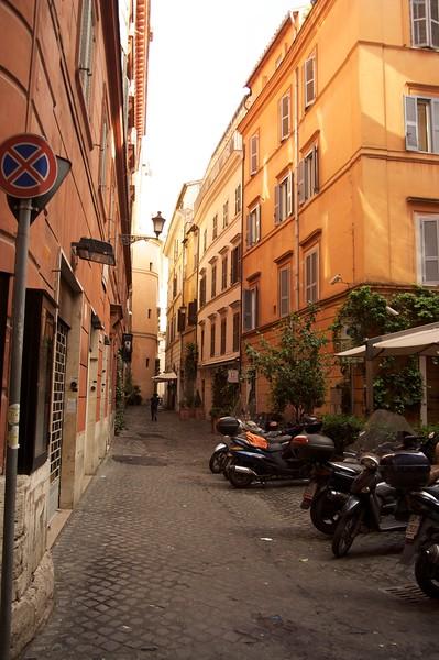 Narrow streets ofr rome