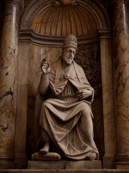 Siena Duomo - a stone 15th century Pope - Beautiful sculpture is not restricted to Florence!