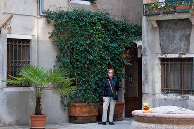 Small courtyard with entrance to our hotel, Locanda Orseolo, just behind Eleanor