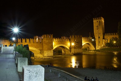 Gita a Verona - Night life on the riverwalk