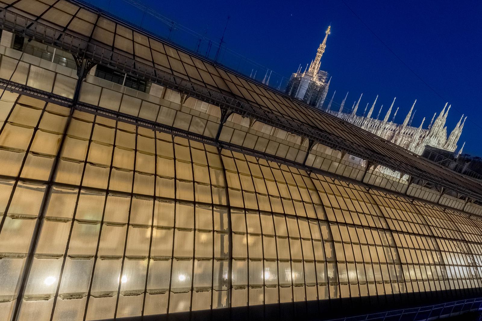 italy-milan-galleria-vittoria-emanuele-ii-duomo-di-milano-roof-twiight-1-1-HDR-3