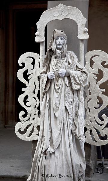 """Human """"Statue"""" in Signoria Square"""