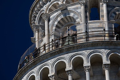 italy-pisa-torre-pendente-di-pisa-leaning-tower-of-pisa-top-close