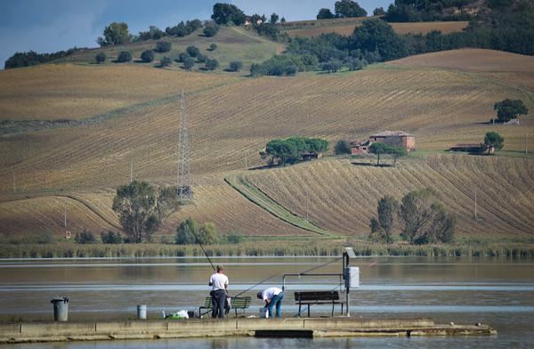 Tuscany: Lago Chiusi, Fishermen