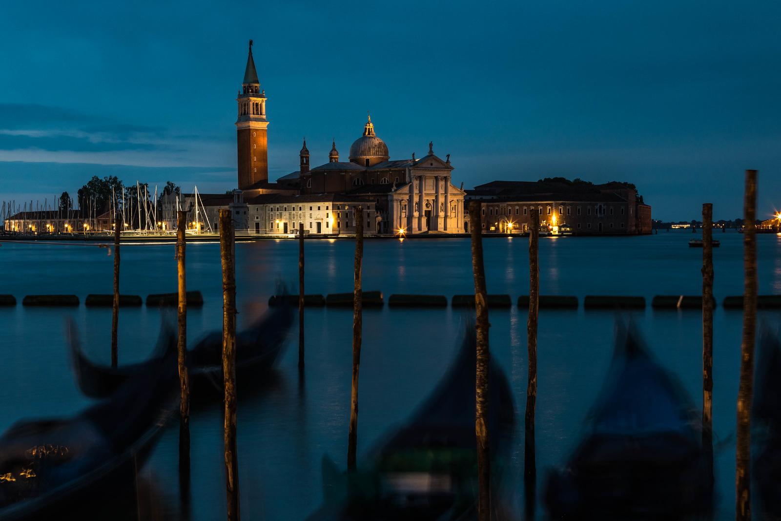italy-venice-st-marks-square-traghetto-gondole-molo-chiesa-di-san-giorgio-maggiore-1-6