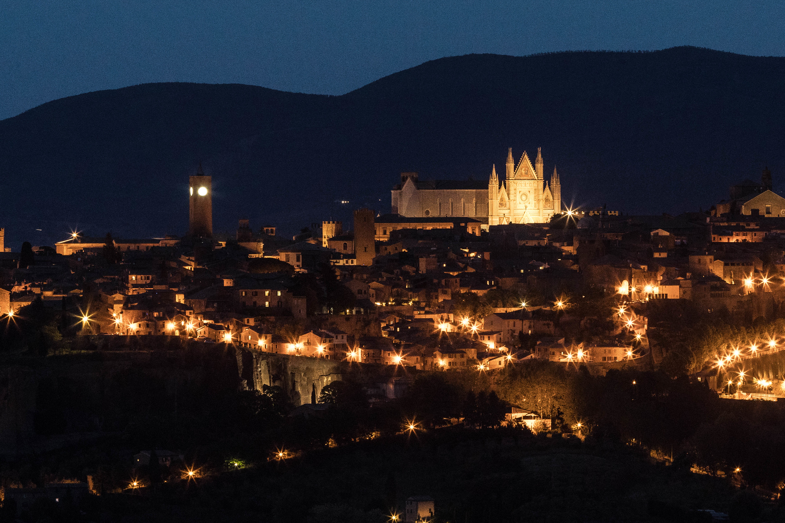 italy-orvieto-twilight-evening-close-3-2