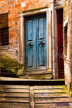 Door in Urbino