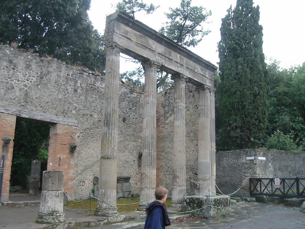 Joe Millionaire II, Italy, 2003