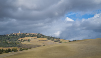 Tuscany: Pienza and fields, autumn