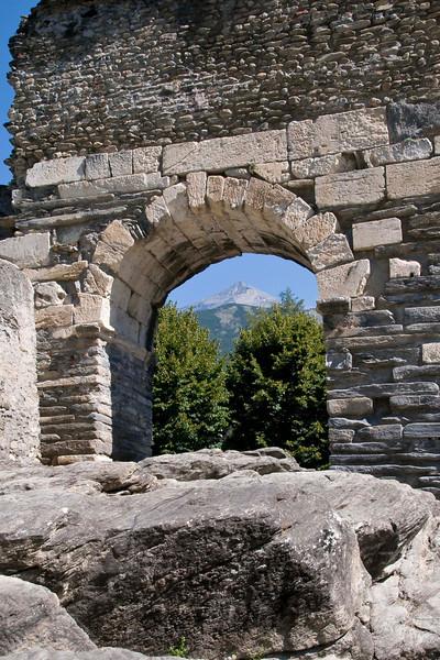 Through the Arch, Susa