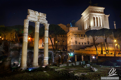 Still standing high and proud - The roman forum at night