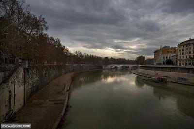 Overcast sky over the Tiber