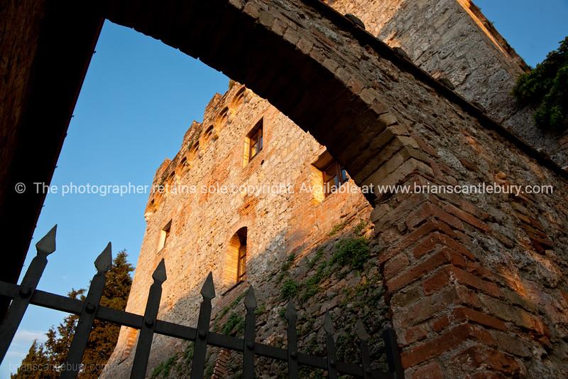 Castel Pietraio, Monteriggioni.  gateway. Castel Pietraio, Monteriggioni.