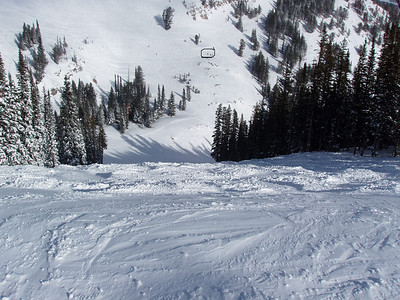 In case you couldn't find the skiers, I circled them.