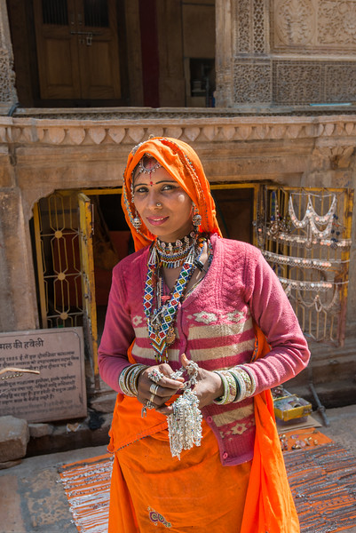 Lady selling silver jewelery at Nathmalji ki Haweli in Jaisalmer, Rajasthan, India.