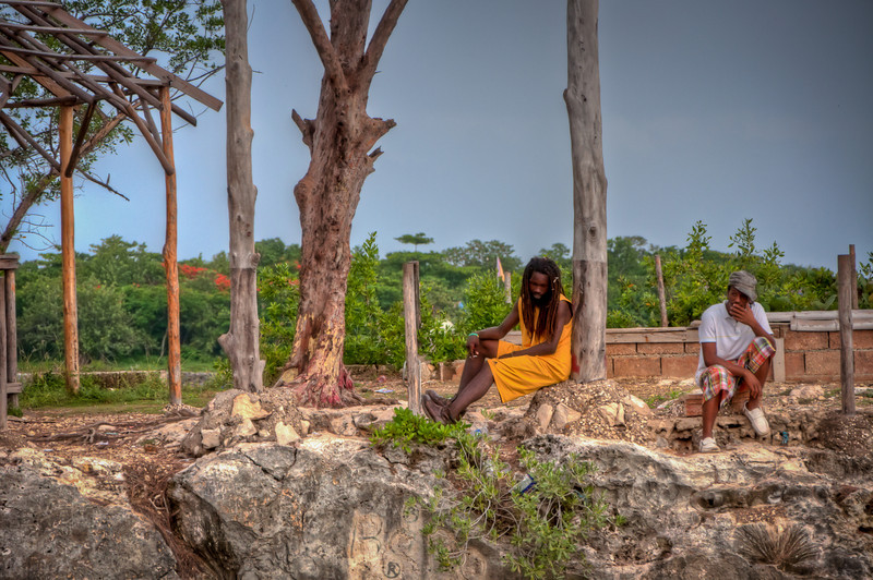 Another picture of the locals hanging out at the edge of the cliff watching the cliff diving at Rick's Cafe.