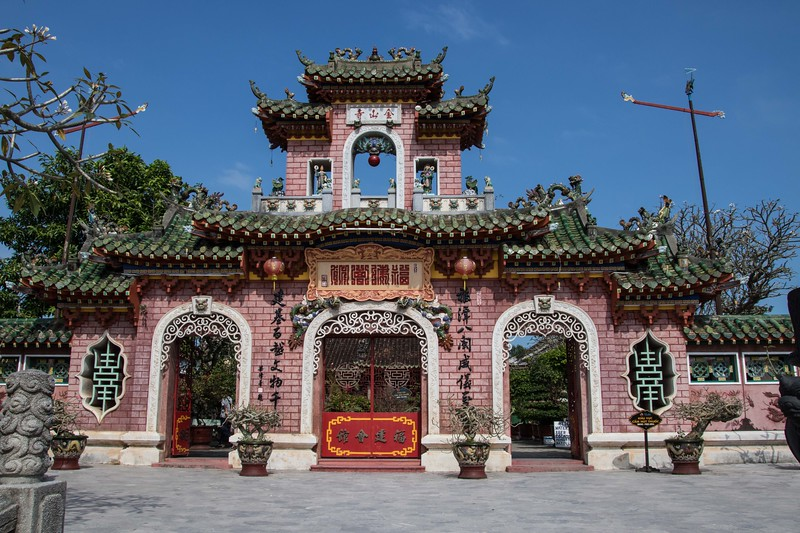 Hoi An temple entrance