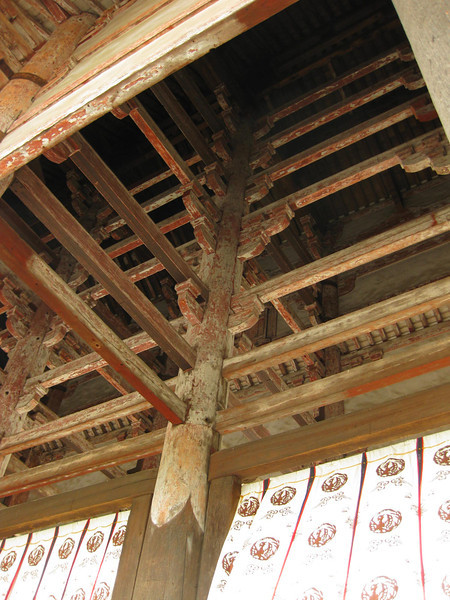 Day 3: Nara - looking up into the structure of the gate at Tōdai-ji