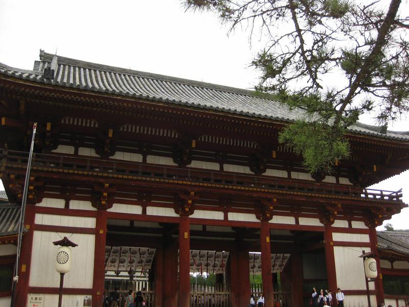 Day 3: Nara - outside the gate of Tōdai-ji.