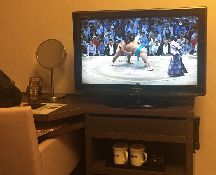 When is waiting for a load of laundry to finish, there's nothing better to do than to watch some sumo!